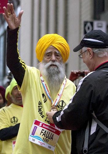Fauja Singh corredor de 100 años