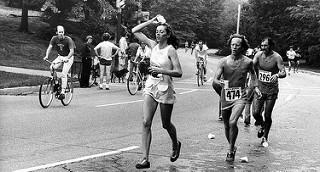 kathrine swizter primer mujer en correr maraton