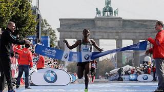 kenenisa bekele gana el maraton de berlin